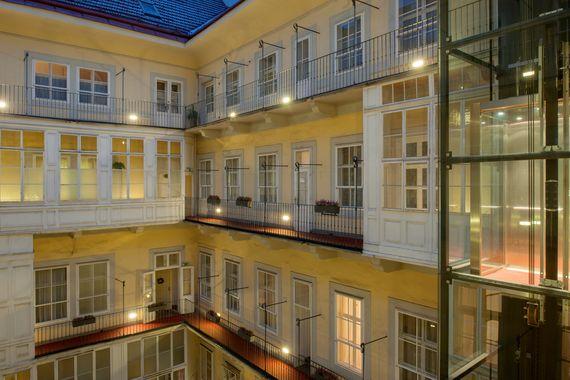 Innenhof mit Lift - Pertschy Palais Hotel - Wien Zentrum