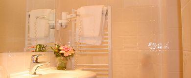 Bad im Einzelzimmer Deluxe - Pertschy Palais Hotel