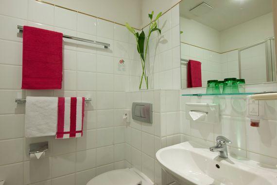 Bad im Classic Doppelzimmer - Pertschy Palais Hotel